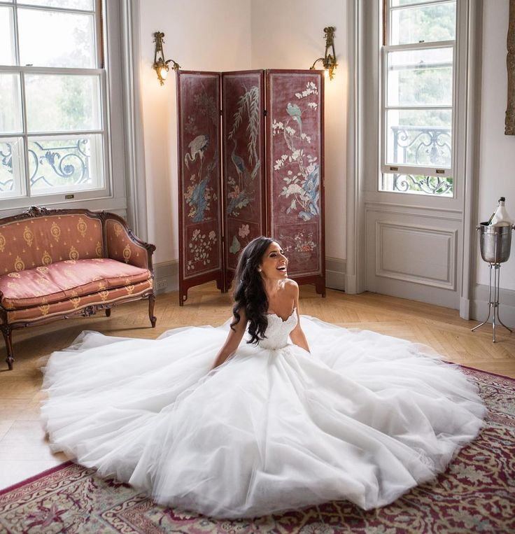 """Pnina Tornai su Instagram: """"Photo: @christianothstudio //If you're wearing a ball gown and you don't take a photo like this, are you even getting married? #PninaBride"""""""