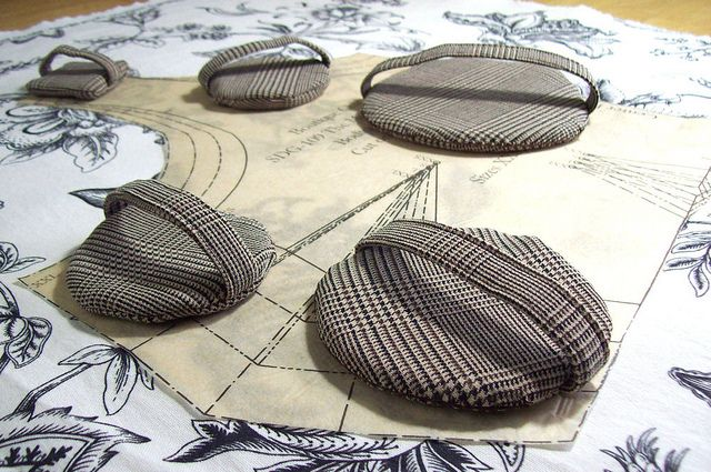 PrettyCool Pattern weights/ tailor's Weights.  I so need to make these!