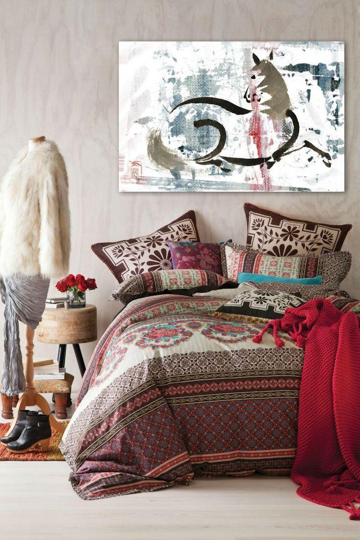 75 эксцентричных идей бохо-стиля в интерьере: вычурная роскошь и абсолютная свобода (фото) http://happymodern.ru/boxo-stil-v-interere-75-foto-vychurnaya-roskosh/ Красивый интерьер спальни в богемном стиле