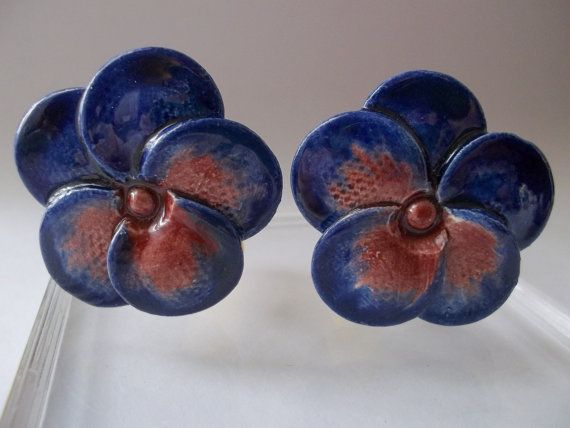 Vintage Hand-Crafted Ceramic Flower Pansy Clip Earrings/ by MaisonettedeMadness