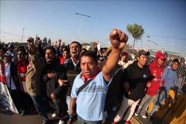 La Policía mexicana desaloja una plaza ocupada por maestros desde hace cuatro meses | USA Hispanic Press