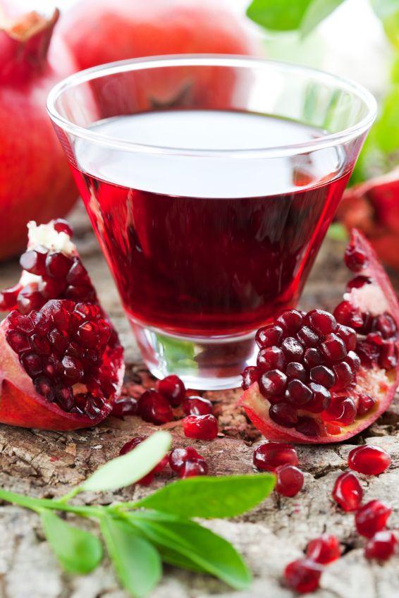 Το σιρόπι ροδιού (σπιτική γρεναδίνη) είναι ένα ακόμη πολύτιμο υγρό (εκτός από το πετιμέζι και το χαρουπόμελο) στο ντουλάπι μας!     ...