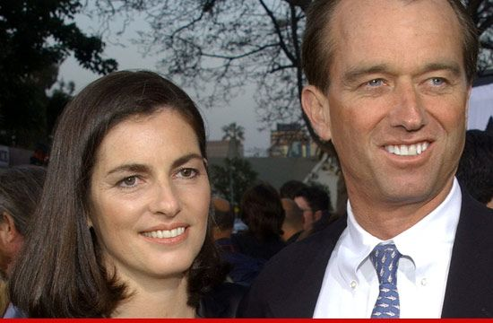 Mary Kennedy, Wife of Robert Kennedy Jr., Dead Of Apparent Suicide At 52