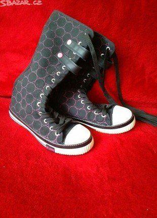 Kupuj mé předměty na #vinted http://www.vinted.cz/damske-boty/tenisky/13307478-vysoke-boty-ciny-cerne-boty-s-fialovymi-koleck