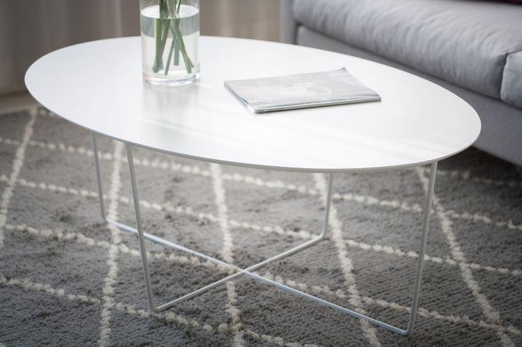 Siro ja sulavalinjainen sohvapöytä Malli: Free sohvapöytä Vaihtoehdot: pyöreä ja ovaali, useita värivaihtoehtoja Jälleenmyyjä: Isku-myymälät  #pohjanmaan #pohjanmaankaluste #käsintehty