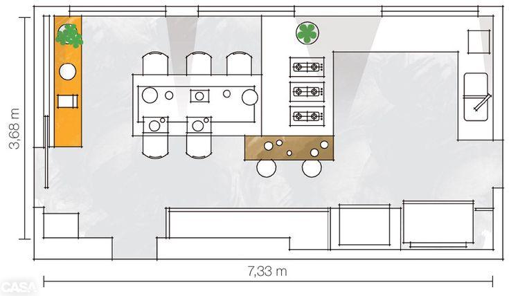 """""""A moradora, que tem uma família grande, me pediu uma ilha de trabalho ao redor da qual todos pudessem se acomodar"""", conta a arquiteta Thaisa Camargo. A profissional projetou, então, uma mesa de oito lugares e um balcão de madeira, com mais duas banquetas altas."""