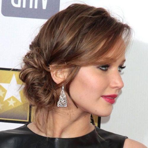 Jennifer Lawrence mit niedrigen chignon