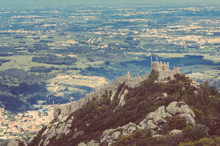 Moorish Castle | Parques de Sintra - Monte da Lua http://www.teoinpixeland.ro/travel/lisbon-places-that-stole-my-heart