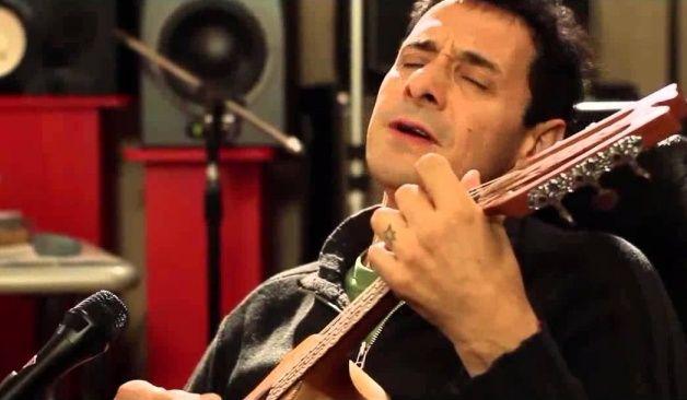 Lágrimas de Ricardo Mollo al versionar una canción de Spinetta