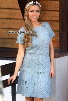 Женственное голубое платье из ажурных узоров. Спицы