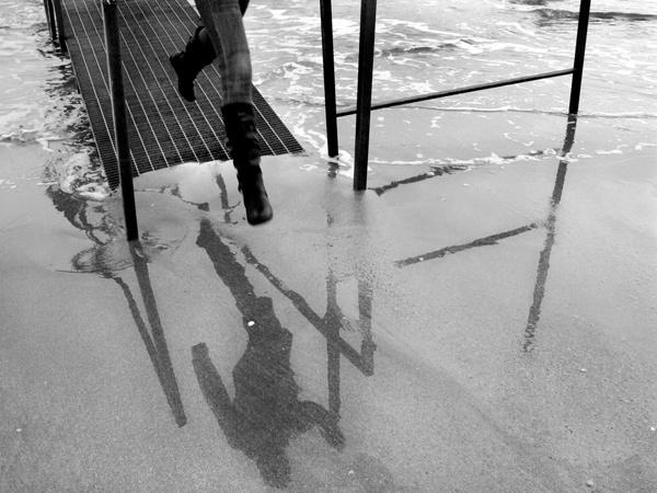 jump #sea #game #shadow #photo #tommymorosetti
