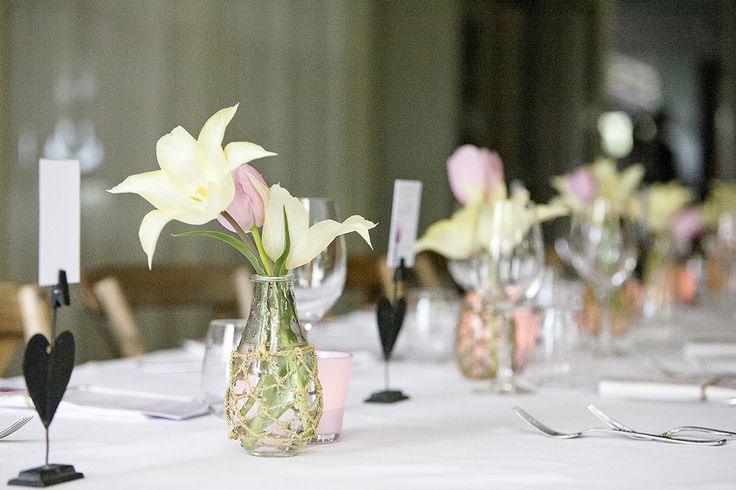 Tulpen bruiloft diner tafel met naambordjes