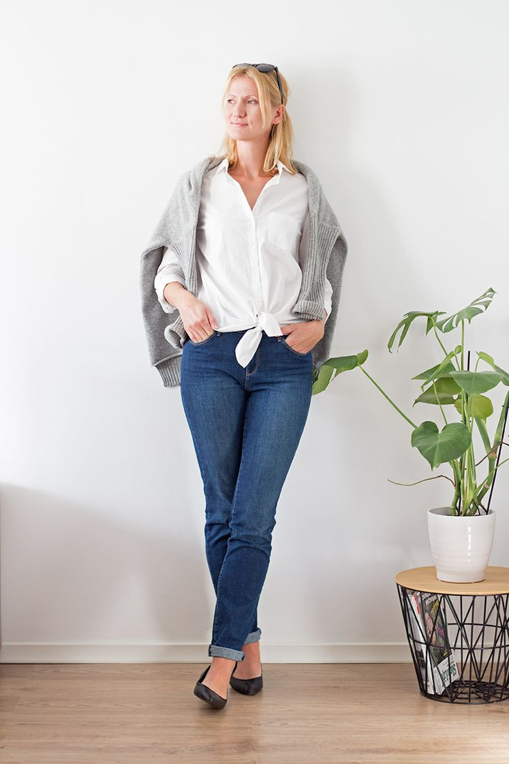 Fall capsule wardrobe, day 3. 10 outfits out of 10 pieces of clothes. #fall #fashion #capsulewardrobe #jeans #whiteshirt