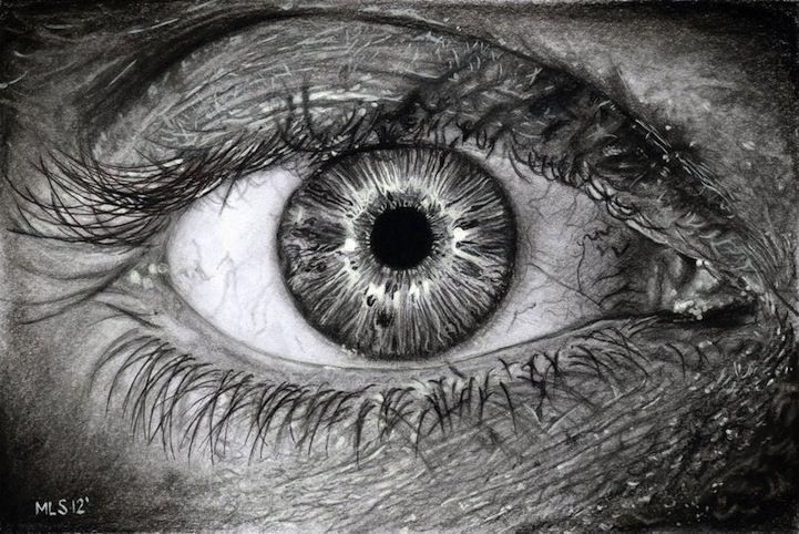 En el Reino Unido, el artista Martin Lynch-Smith dibuja el ojo humano y la mayoría son de mujeres. Para el trabajo, sólo utiliza un lápiz.