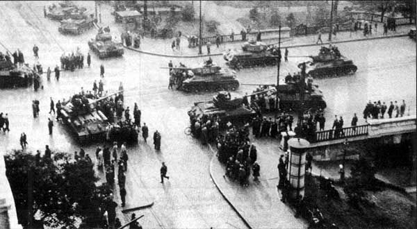 Tanks in Budapest
