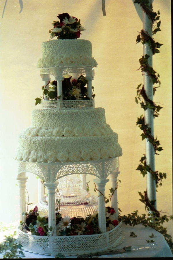 4 Wedding cake 3 tiers 2 sets of columns fountain flowers  the bottom 2 tiers are stacked