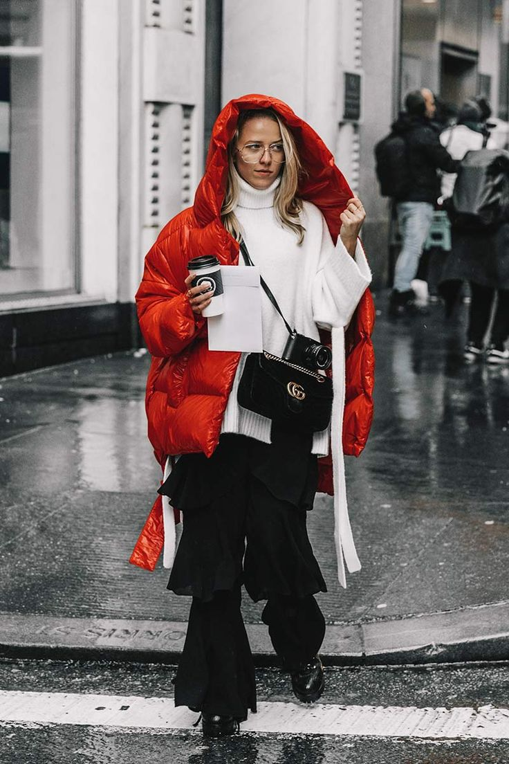 This season big trend is the puffa jacket: the bigger the better. Autumn Winter street style.