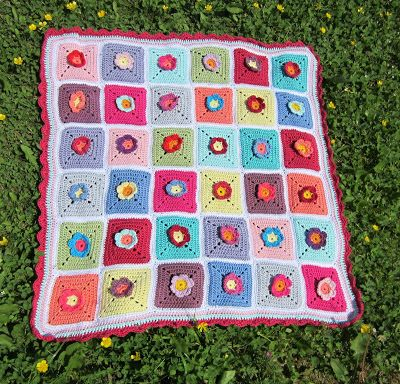 @ Little things made with love♥: Little Flower Baby Blanket - link to free pattern