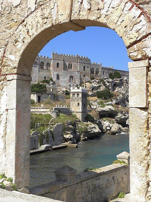Isola di Pianosa il porticciolo disabitato nei pressi di cala giovanna    di Paolo Cristiani