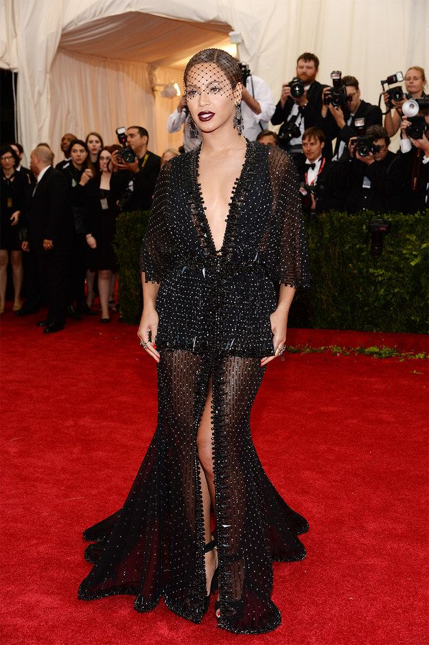 See this picture right here is the reason I can't say I didn't like this dress. Although Bey did not make my best dressed list she is frickin BEAUTIFUL!!! And she is giving it!