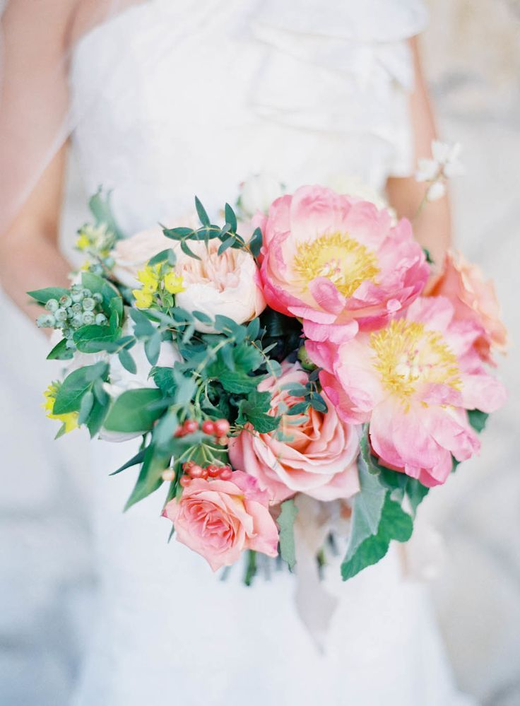 Floral Design By Inviting Occasion Peony Garden Roses Blueberries Coral And Peach Bouquet Photography Jen Huang