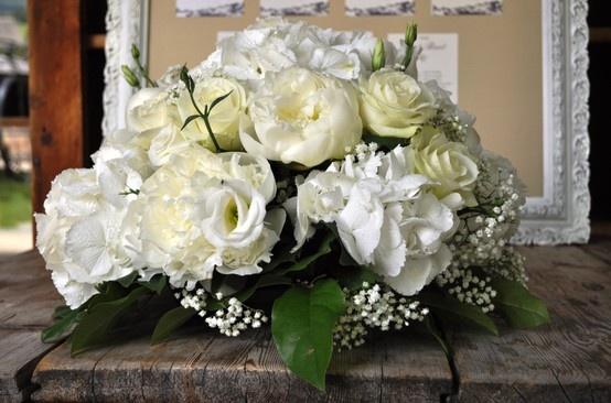 Les Fermes de Marie, Megève // White flowers centerpiece http://en.maisons-hotels-sibuet.com/1168-weddings.htm