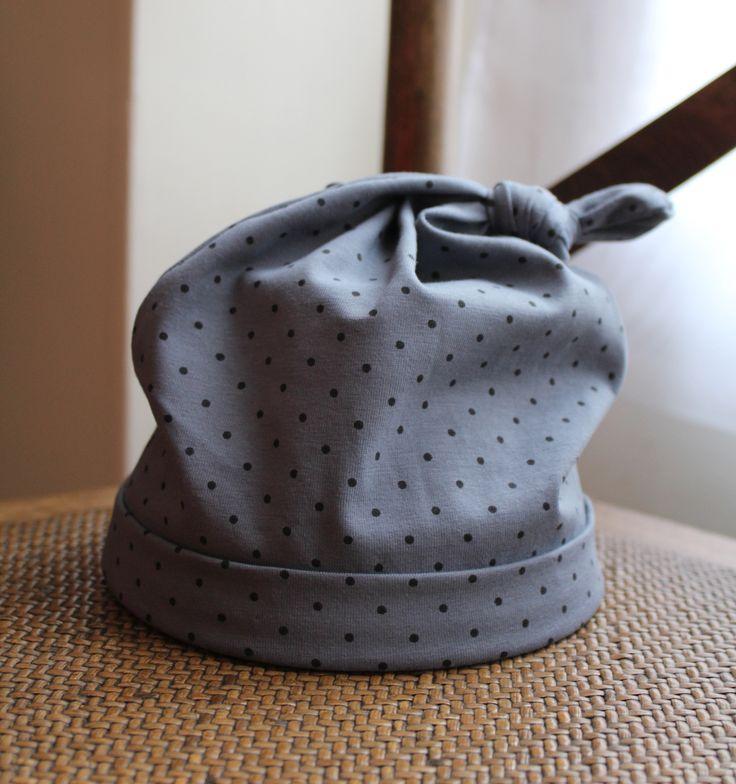 Maman s'ennuie...: du coup elle fait un bonnet de bébé en jersey