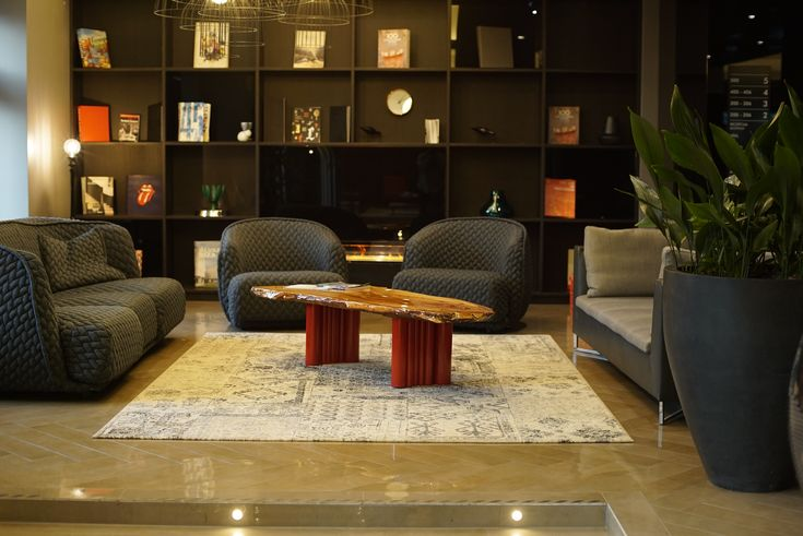 Coffee table Amazon. A modern piece of art which is a brave addition to contemporary interior design.