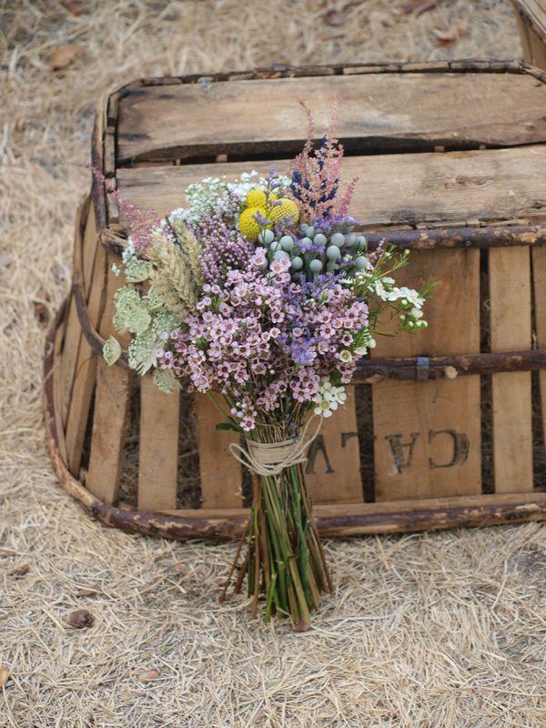 encuentra este pin y muchos ms en flores y ms flores de geijo0401 ramo de novia con flores silvestres