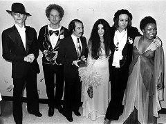 Дэвид Боуи (David Bowie), Арт Гарфанкел (Art Garfunkel), Пол Саймон (Paul Simon), Йоко Оно (Yoko Ono), Джон Леннон (John Lennon) и Роберта Флэк
