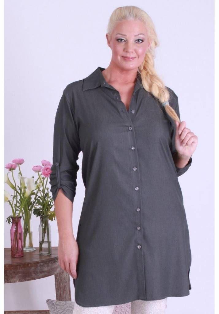 Aparte tuniek in jurklijn voor de modebewuste vrouw met een maatje meer.<br /> Onze grote maten leverancier Magna Fashion levert ruime maten zoals 44 46 48 50 52 ...