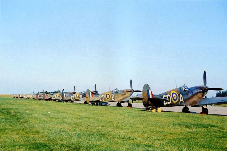 THE BATTLE OF BRITAIN - The making of the movie - Spitfires