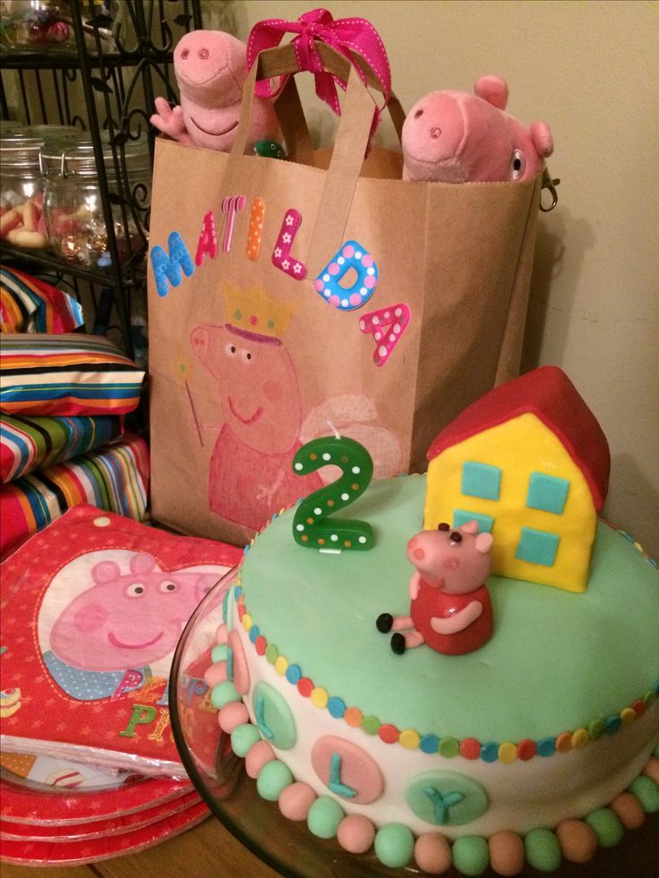 DIY Peppa Pig gift bag, DIY Peppa Pig cake - wish I'd had more time to add more detail - little flowers on the lawn and gifts would have been cute.