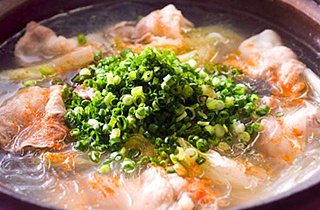 料理研究家 行正り香先生監修の簡単、おいしい生姜レシピに永谷園社員と社外生姜部員がチャレンジしました。「白菜、手羽と豚バラ、春雨のしょうが鍋」のレシピと作り方ムービーをご覧いただけます。