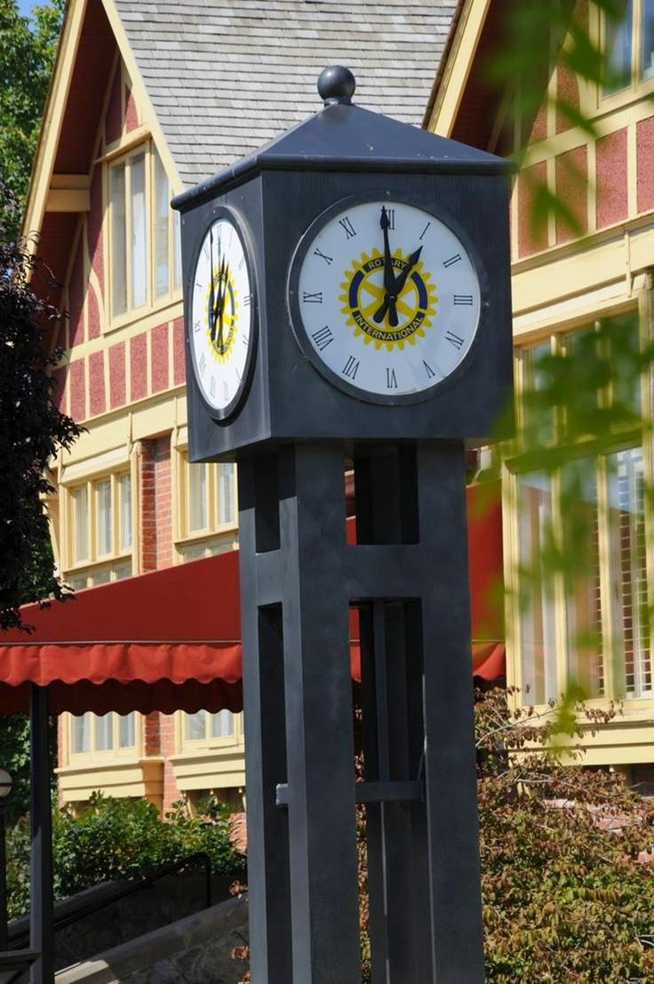 Surrey Is A County Of England Located In The Southeast Of The Island Of  Great Britain · Unique ClocksBig ... Design Ideas