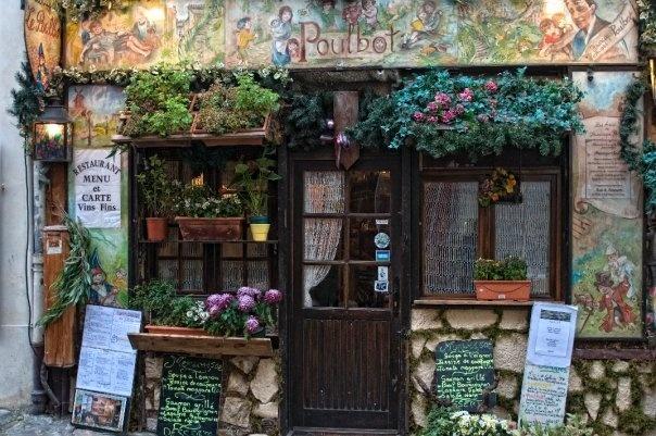 le poulbot  3 rue Poulbot  75018 Paris  Neighborhoods: Montmartre, 18ème  m=lamarck