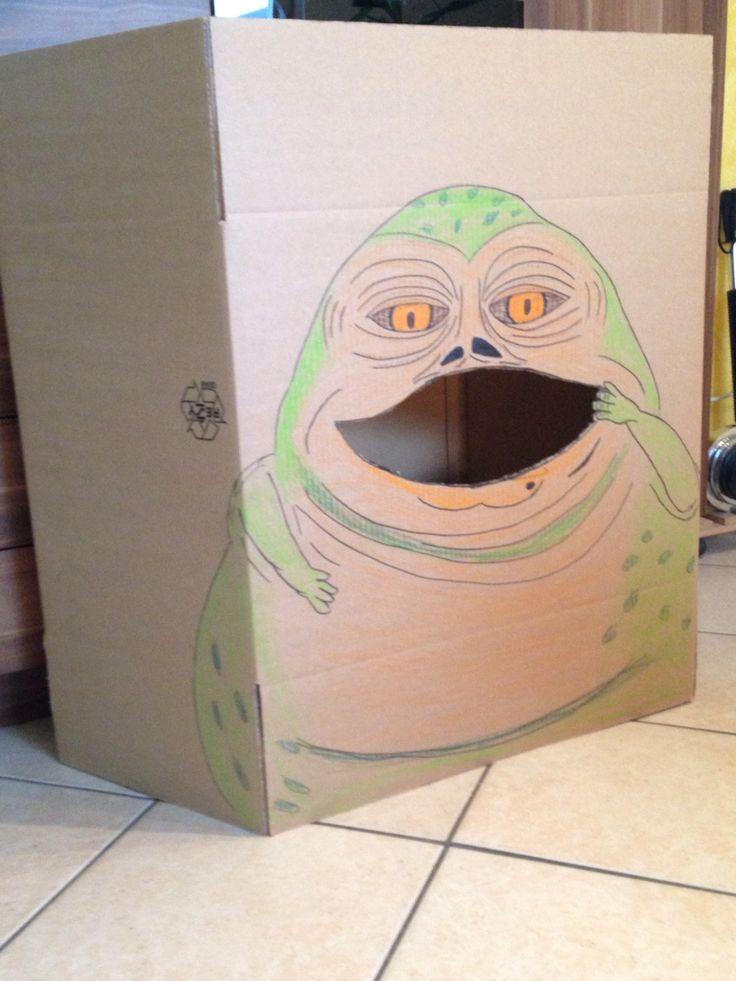 """Spiel """"Füttert Jabba the Hutt"""", Kinder müssen Bälle oder Nahrungsmittel aus Stoff in den Mund von Jabba werfen. Auf einem Umzugskarton Jabba malen und den Mund ausschneiden. Super geeignet für die Star Wars Geburtstagsfeier."""