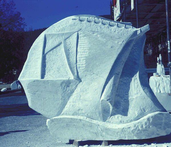 """Nel 1995 la sua scultura """"il mare leggenda"""" viene esposta alla mostra collettiva che si tiene a Teulada, Israele"""