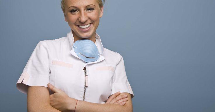 Cómo deshacerse del sabor salado luego de la extracción de una muela del juicio. La extracción de las muelas de juicio frecuentemente implica hinchazón, hematomas, sangrado, dolores y un sabor extraño en tu boca. En muchos casos, el sabor salado en tu boca es causado por la deshidratación, la congestión nasal o la sangre en tus heridas abiertas. Muchos dentistas prescriben enjuagar con agua salada para ayudar a tratar y ...