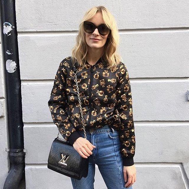 Favorit girl @blamefashion wearing Flacon-jacket ✔️#stormandmarie #smprespring17 #silk #silkbomber #print #womenwelove