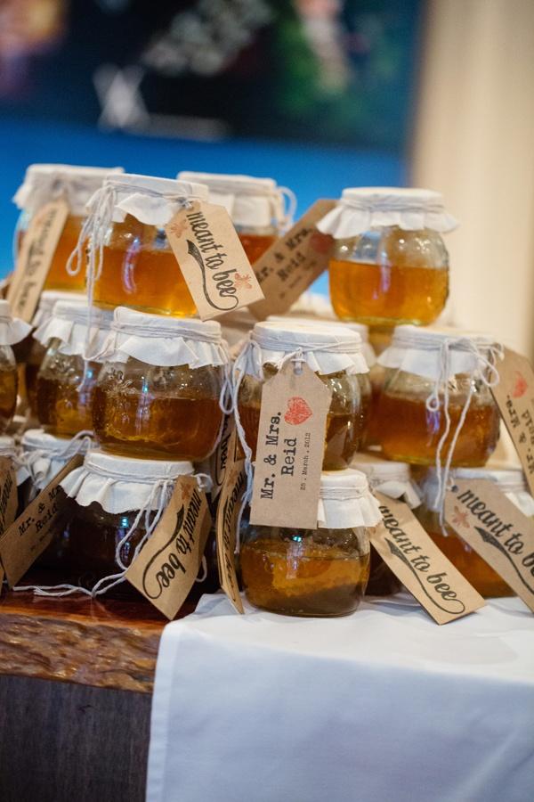 honey honeyBaby Food Jars, Bees, Wedding Favors, Honey Honey, Gift Ideas, Gift Jars, Honey Jars, Sweets Gift, Shower Gift