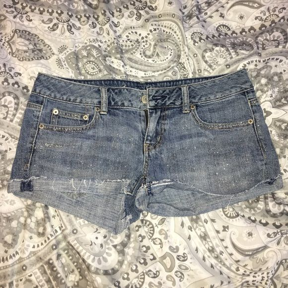 AE glitter shorts Glitter shorts, just like glitter jeans!!! Love these but I grew out of them so in selling them for CHEAP so you can enjoy them !!!! American Eagle Outfitters Shorts