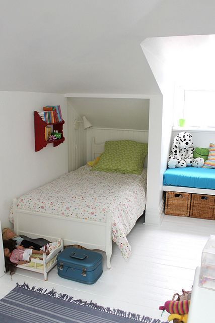 Attic bedroom for a little girl... http://childrensroomdecor.tropicalhouseplants.net/
