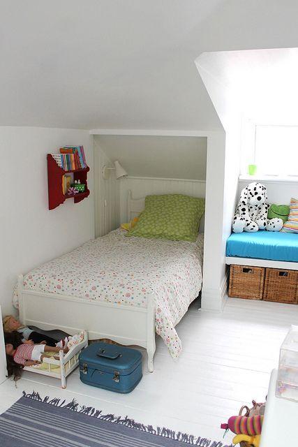 Attic bedroom for a little girl... http://childrensroomdecor.tropicalhouseplants.net/