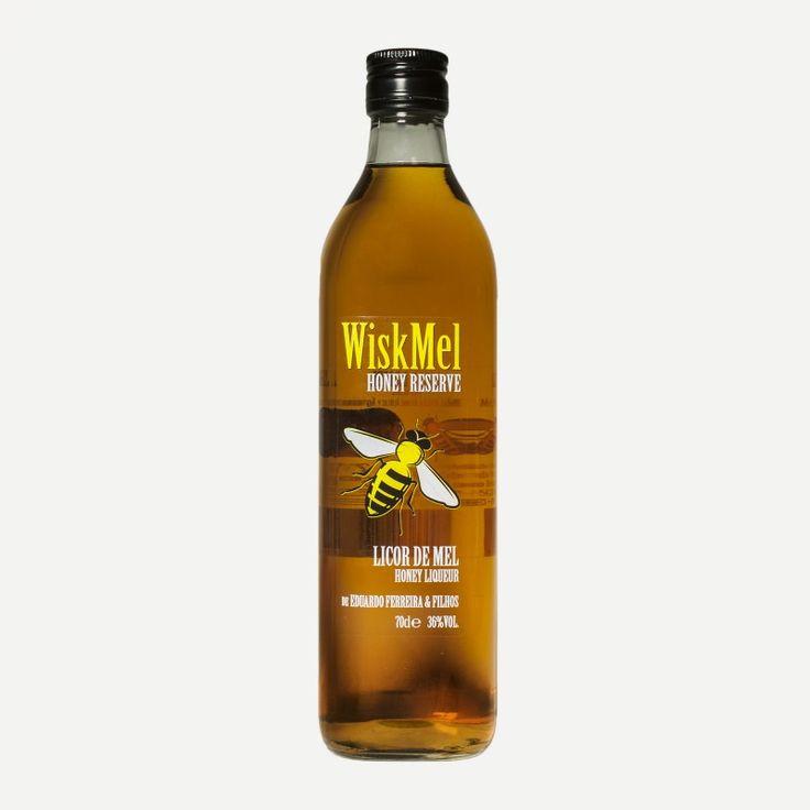 Licor de mel produzido na ilha de São Miguel, pela empresa Eduardo Ferreira & Filhos.  Garrafa de 700 ml.  Ingredientes: Mel, whisky, álcool, açúcar e água.  Teor alcoólico: 36% Vol.