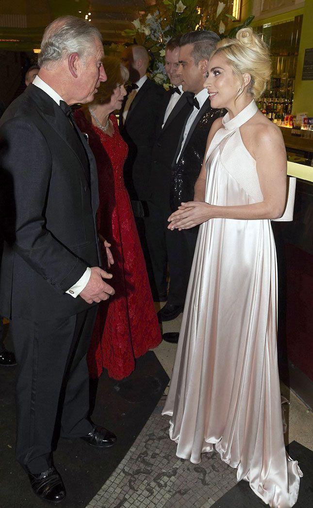 Принц Чарльз и Леди Гага в Brandon Maxwell на благотворительном шоу Royal Variety Performance в Лондоне