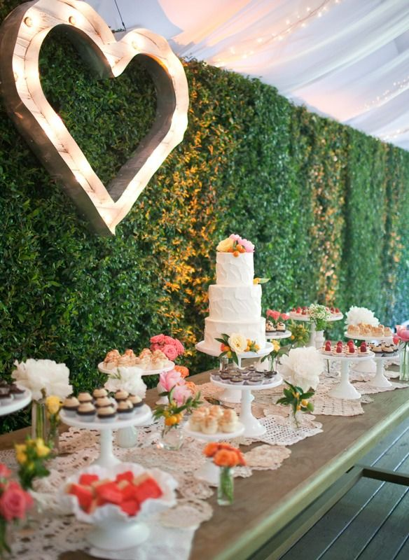 Hol dir deine Deko-Inspiration und stöbere durch unsere riesige Hochzeit-Bildergalerie mit tollen Bildern von den Hochzeits-Dekorationen anderer Brautpaare.