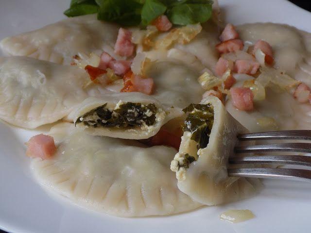 magiczna kuchnia Kasi: Pierogi z jarmużem i wędzonym serem