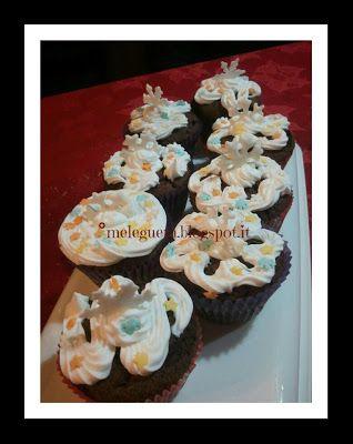 Melegueta...                      piccole ricette per un matrimonio (quasi) perfetto: Cupcake di Natale al cioccolato