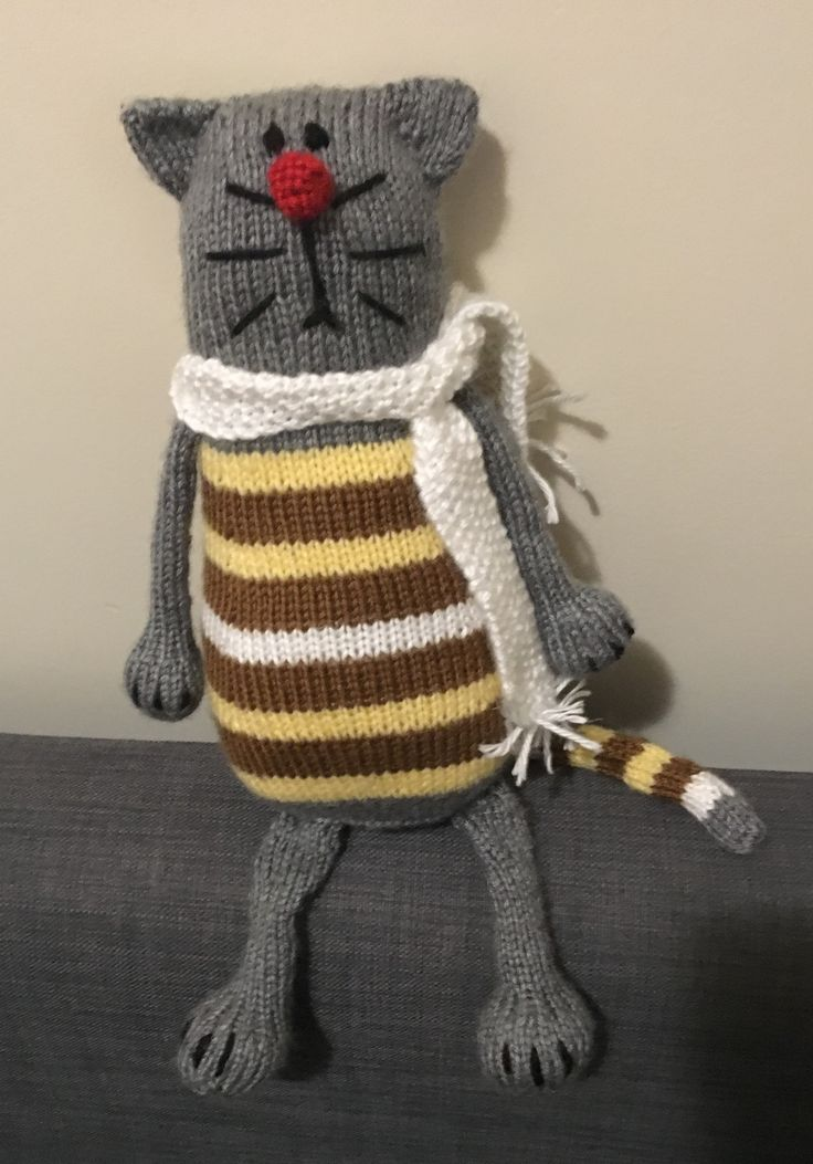 Love Pablo the Serious Cat. Pattern on Ravelry